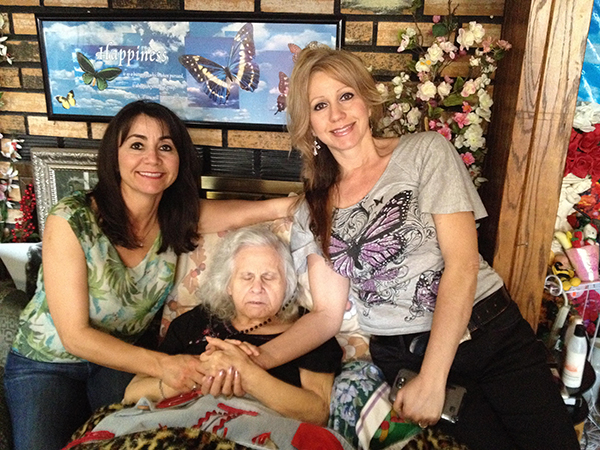 Pina and her sister with their mother Nina who had Alzheimer's